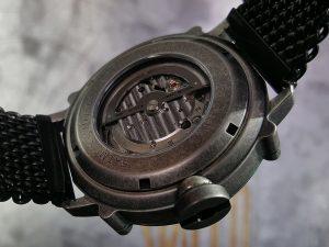 自動巻き機械式時計の裏スケ
