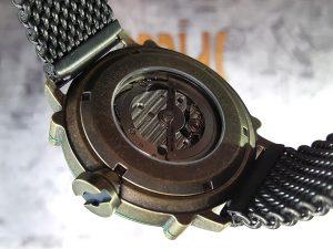 イタリアのメンズ腕時計 SPILLOは裏スケ仕様
