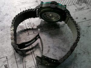 黒いミラノブレスレットを標準装備 SPILLO の腕時計