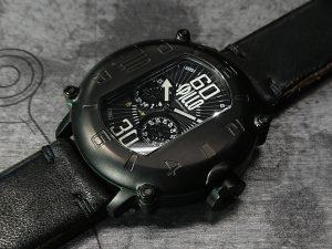 ホースハイドストラップを装着したスピーロの腕時計